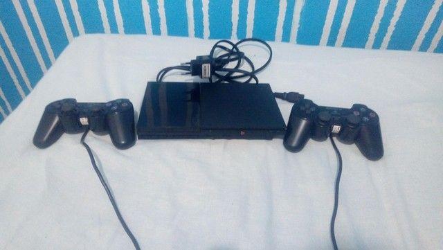 PlayStation 2, semi novo em perfeito estado com dois controles e todos os cabos - Foto 2