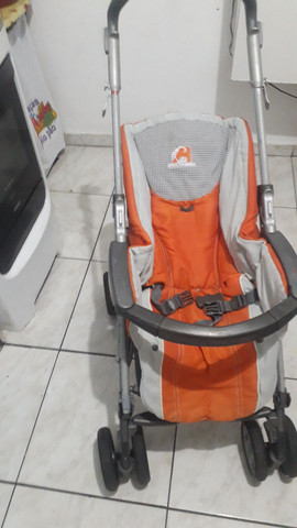 Carrinho de bebê estilo guarda chuva sem proteção de sol  - Foto 3