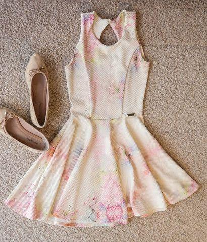 Vestido Curto Romântico
