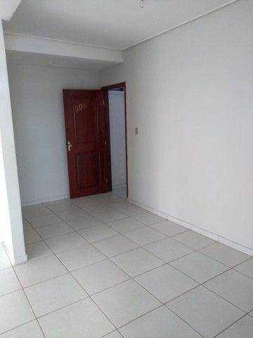 Aluga-se Apto kitnet, sala,1 quarto,cozinha, área serv em Castanhal prox. praça Estrela