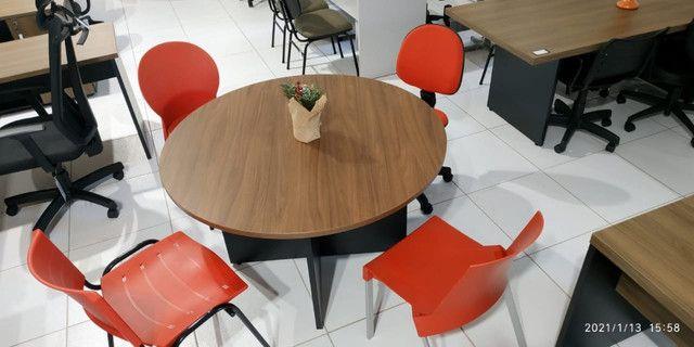 Mesa reunião e cadeiras - Foto 3