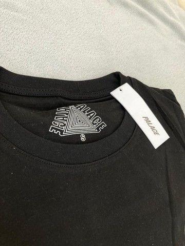 Camiseta Palace Logo Refletivo Tee (SS21) Branca - Foto 2