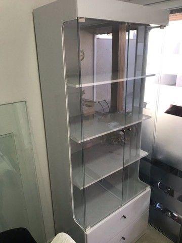 Cristaleira 2 portas e 2 gavetas - Branca - Foto 4