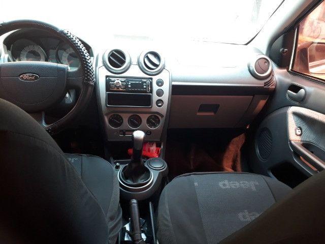 Fiesta sedan 2010