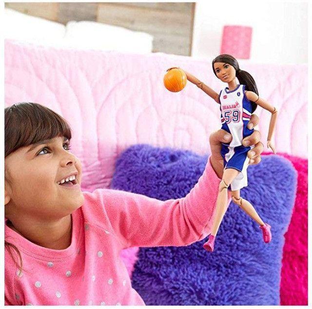 Boneca Barbie Feita Para Mexer Jogadora De Basquete - Foto 6
