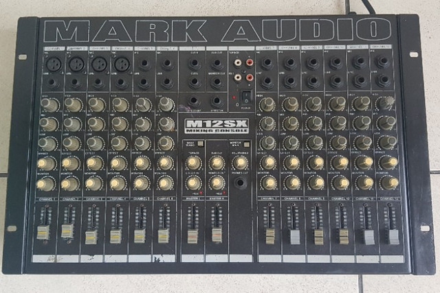 Mesa de som Mark Audio 12 canais