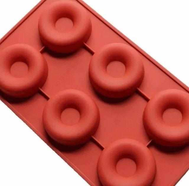 Forma Molde De Silicone Rosquinha Donuts 6 Cavidades Marrom - Foto 3