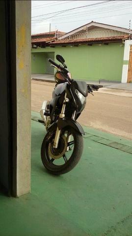 Honda Cb com outra moto, ate mesmo cb de outra cor