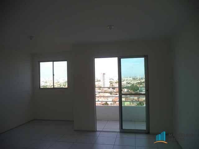 Apartamento com 3 dormitórios para alugar, 63 m² por R$ 1.509/mês - Monte Castelo - Fortal - Foto 2