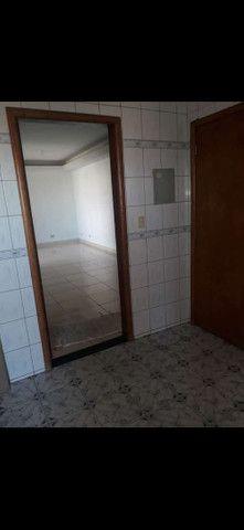 Aluga-se apartamento com dois quartos e uma suíte  - Foto 6