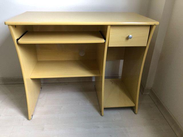 Escrivaninha e cadeira  - Foto 2