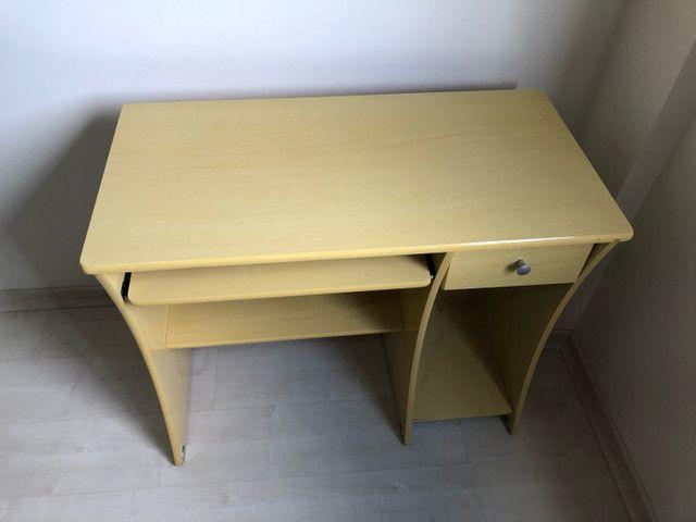 Escrivaninha e cadeira  - Foto 3