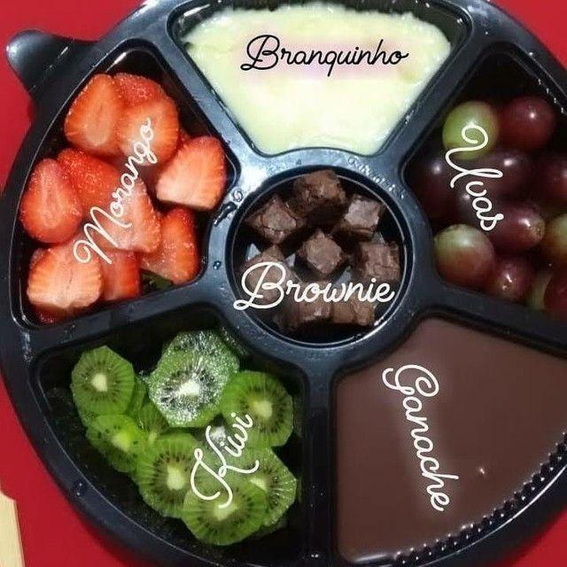 Bombons, caixa de bombons com flores, fundue de chocolate com frutas  - Foto 3