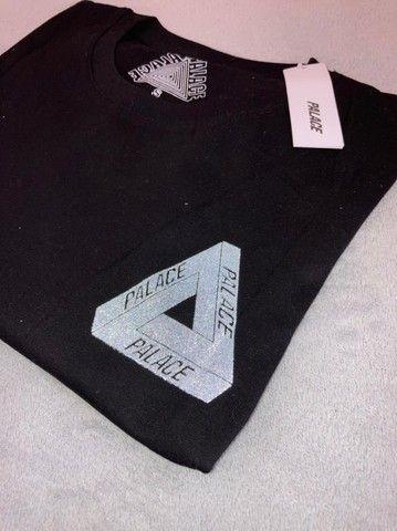 Camiseta Palace Logo Refletivo Tee (SS21) Branca - Foto 5