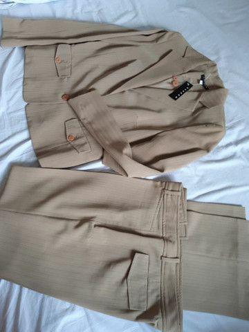 Conjunto de calça de alfaiataria e casaqueto