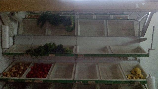 Feirinha para legumes e verduras com espelho