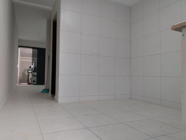 Casa tipo duplex 2 suítes, varandão, garagem coberta com cisterna e quintal Gigante