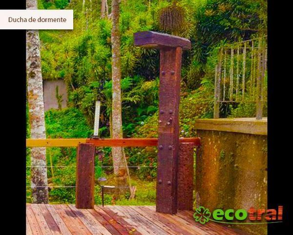 Ducha, chuveirão, cascata de madeira