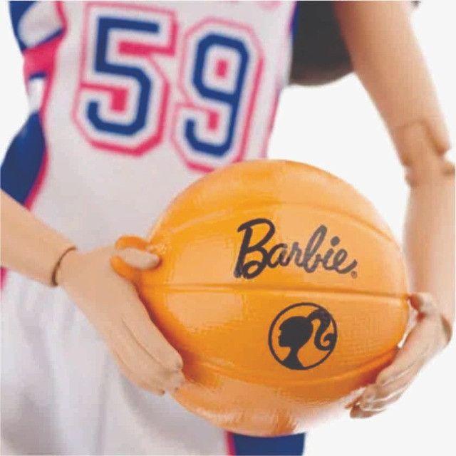 Boneca Barbie Feita Para Mexer Jogadora De Basquete - Foto 5