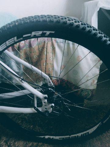 Bike aro 26 freio a disco nas duas rodas  - Foto 3