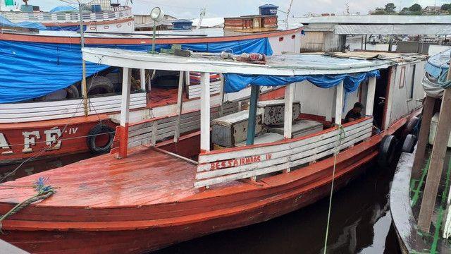 Vendo ou troco esse barco ele está sem máquina
