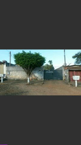 Vende-se uma casa na Rua 12 Subsquina com Amazonas