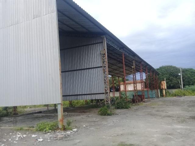 Galpão com 800 m²