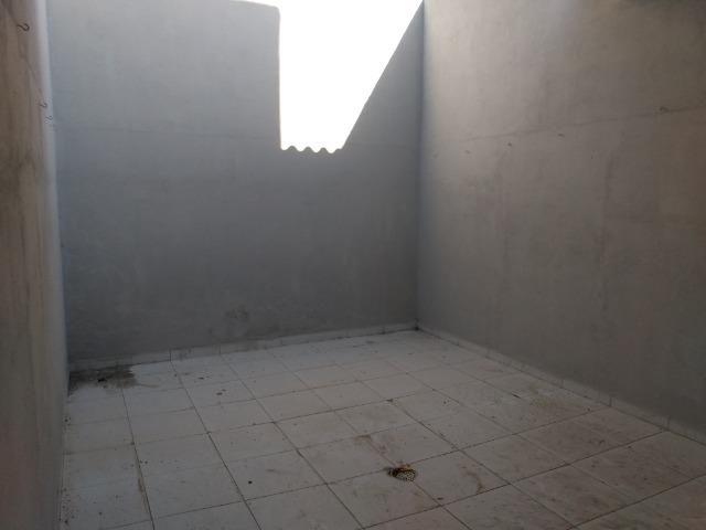 Casa tipo duplex 2 suítes, varandão, garagem coberta com cisterna e quintal Gigante - Foto 11