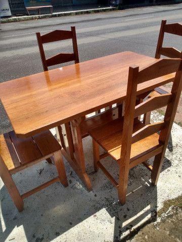 Mesa com 4 cadeiras Nova. Leia o anúncio ok.
