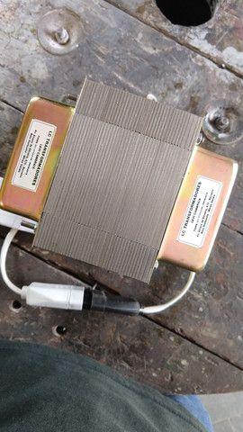 Transformador 110v/ 220v - Para aparelhos de até 3000 watts - Foto 2