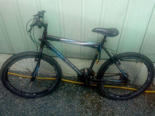 Bicicleta em bom estado andando - Foto 2