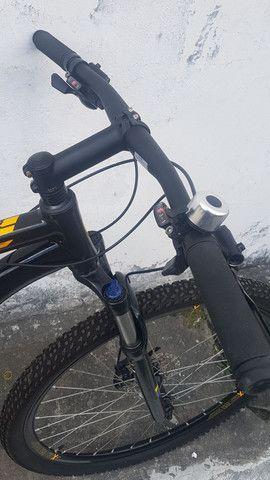 Bike Caloi - Explorer aro 29 - nova e conservada - motivo: viagem! Pagamento à vista - Foto 3