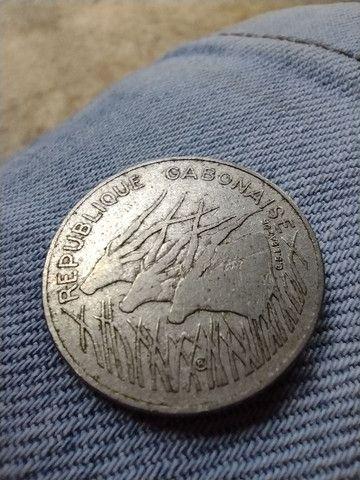 Vende-se Moeda 100 francs, original do Gabão! - Foto 2