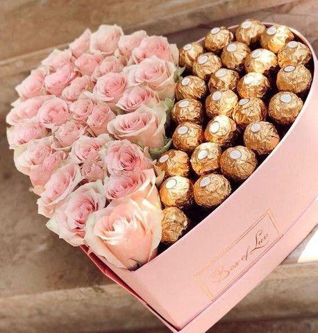 Bombons, caixa de bombons com flores, fundue de chocolate com frutas  - Foto 2