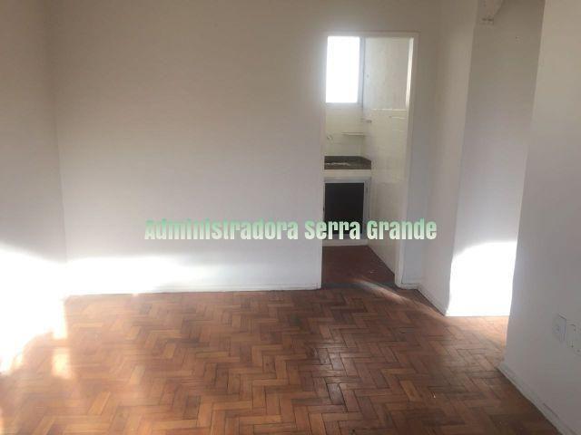 Apartamento de 2 quartos, Rua Violeta, nº 255 em Água Santa R 700,00