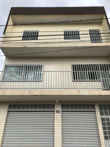 Prédio com apartamentos e loja em Samambaia