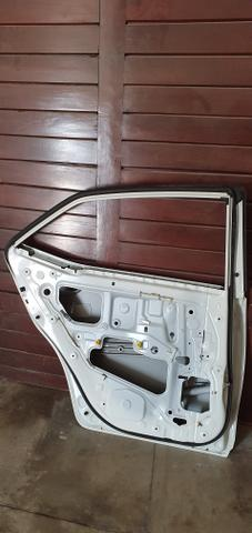 Porta traseira lado motorista Toyota Corolla 2016 2017 - Foto 5