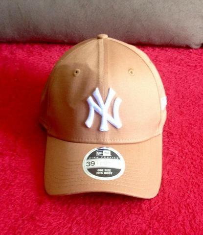Boné New Era 3930 New York Yankees - Bege - Bijouterias 2bad89262e0
