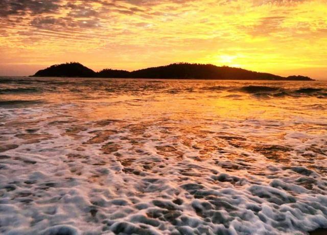 Pra ir à pé para a Praia - Casa em Condomínio Fechado com 4 Dormitórios - Foto 18