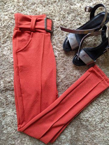 Calça colors em malha crepe produtos femininos - Foto 3
