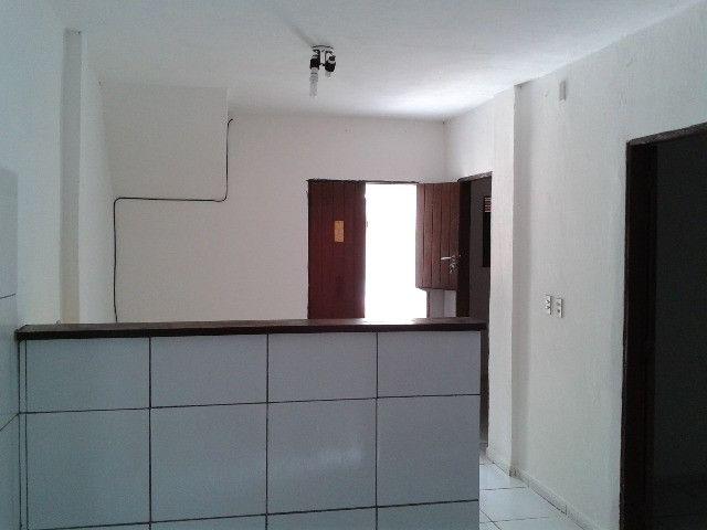 Vende-se ou troca-se 1 andar sendo 2 casas no planalto - Foto 2