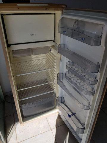 Uma geladeira cônsul original de fabrica - Foto 2