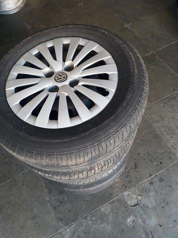 Jogo de roda de ferro da Volkswagen com pneus mais de meia vida  - Foto 2