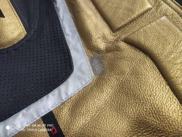 Jaqueta Moto Texx New Rock Evolution Masculina Couro Preta e Dourada - Foto 4