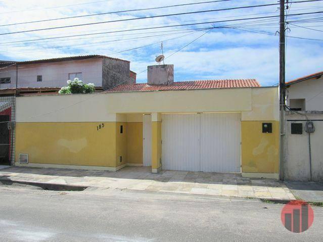 Casa com 3 dormitórios para alugar, 178 m² por R$ 1.600/mês - Cambeba - Fortaleza/CE