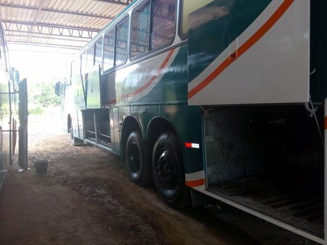 Vendo troco em um mais novo Scania dianteiro ar WC 6 pneus 2 cobertos