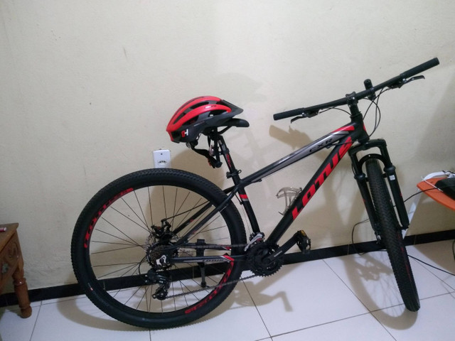 1 bicicleta nova e 1 seminova