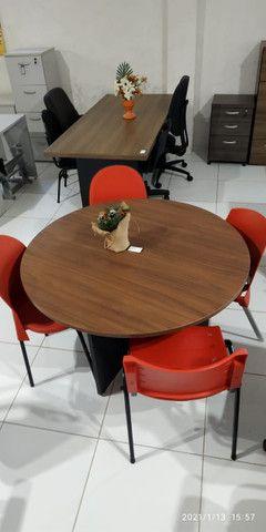 Mesa reunião e cadeiras - Foto 2