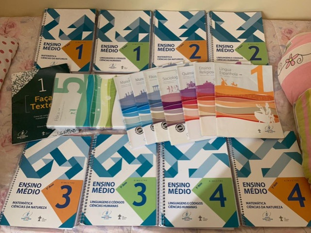 Livros 1º ano EM Colégio Adventista - Foto 2