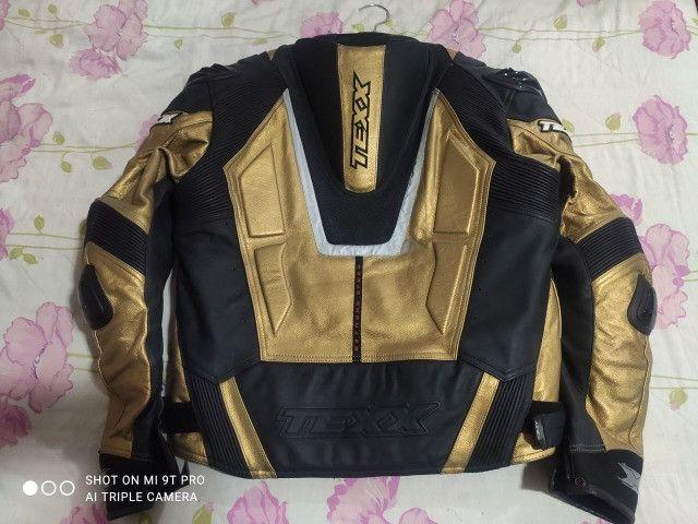Jaqueta Moto Texx New Rock Evolution Masculina Couro Preta e Dourada - Foto 2